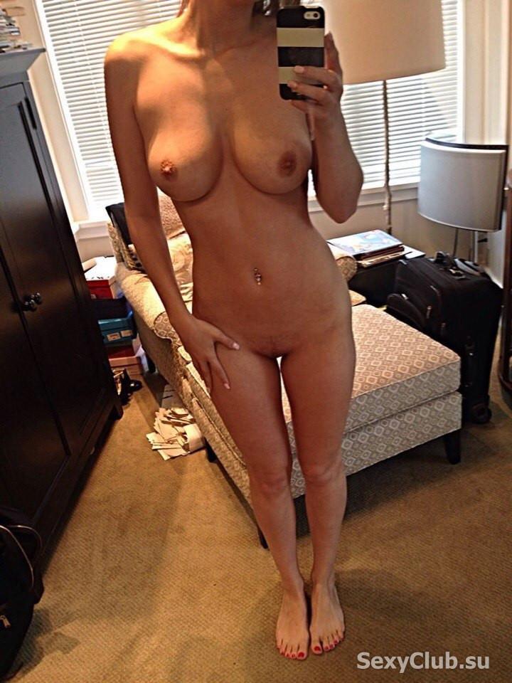 Naked selfie girl, closeup full lips sucking cock